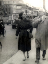 O'Connor and his wife, Harriet, on O'Connell Street, Dublin